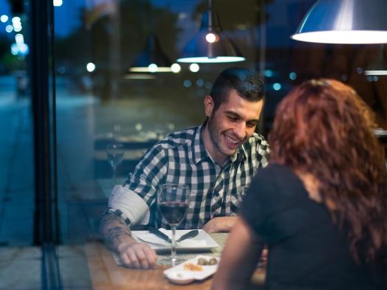 1280-couple-dinner-date